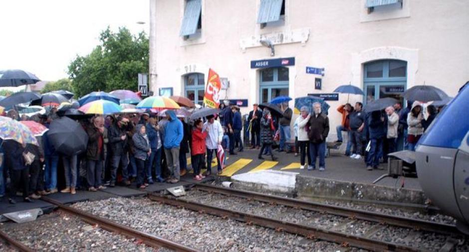 250 manifestants défendent les gares - 2017.05.07