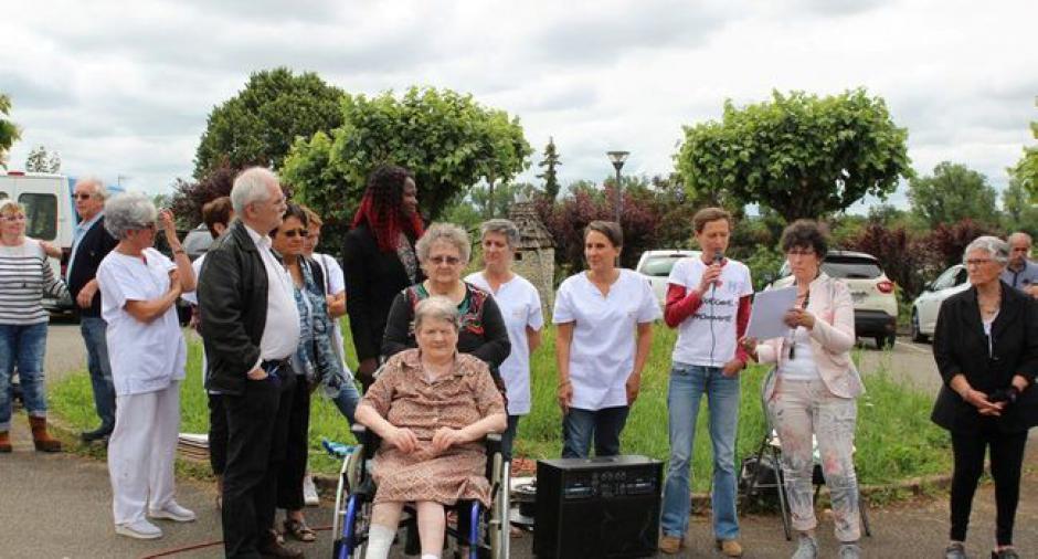 La population mobilisée pour l'hôpital interpelle la députée - 2018.06.19