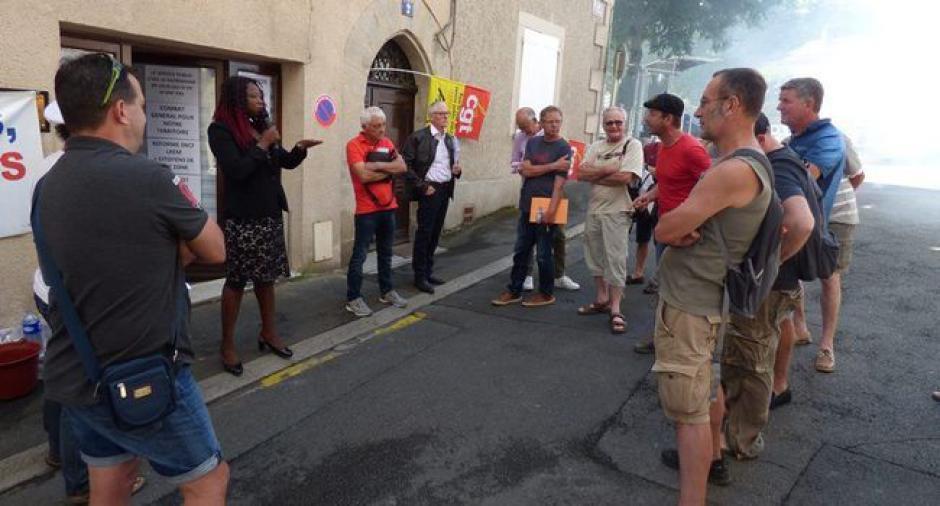 SNCF : dialogue inaudible entre la députée et les grévistes - 2018.06.24