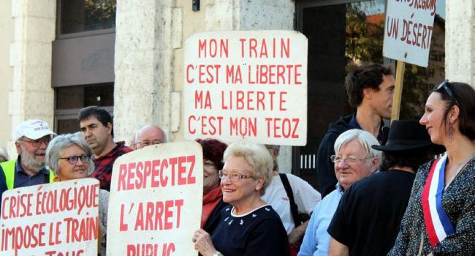Transport ferroviaire : l'union de la colère devant la gare // 2018.10.21