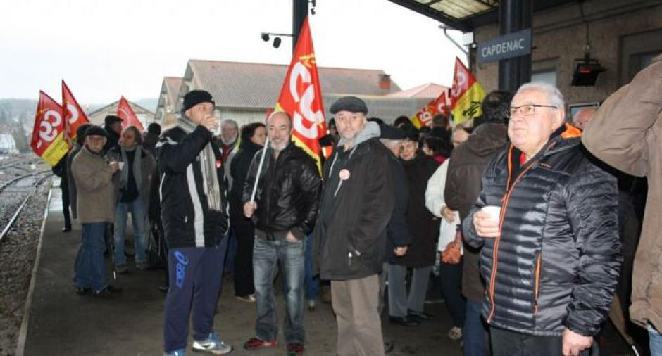 Intervention de la section locale du PCF de Capdenac lors du rassemblement du 20 janvier 2018 en gare de Capdenac pour la défense du service public SNCF