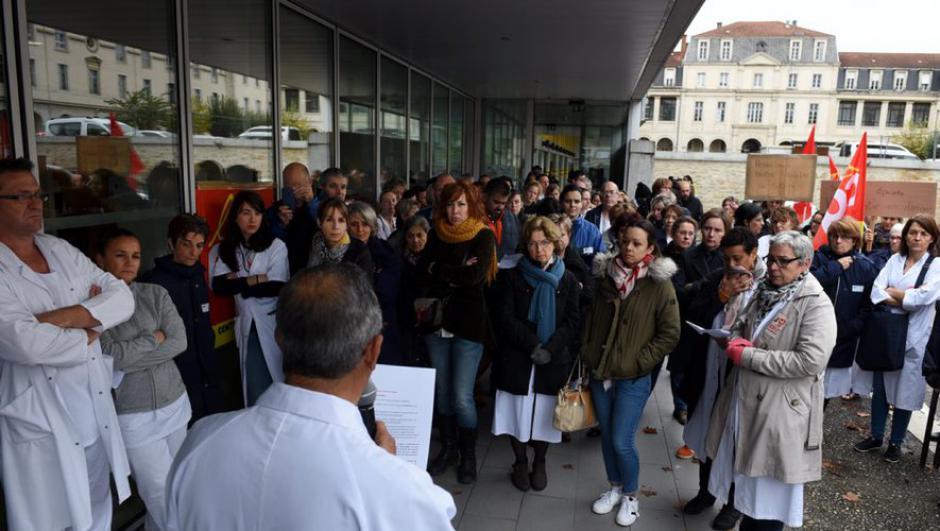 Rassemblement devant le centre hospitalier de Cahors : «Un plan d'urgence pour l'hôpital, pas une rustine !» // 2019.11.15