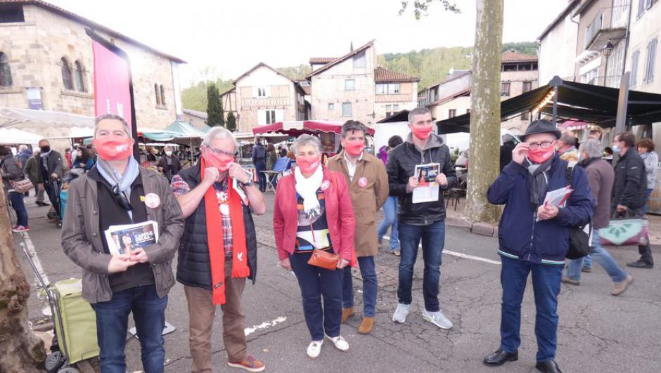 Marie Piqué en campagne pour les élections régionales sur le marché de Figeac // 2021.05.24