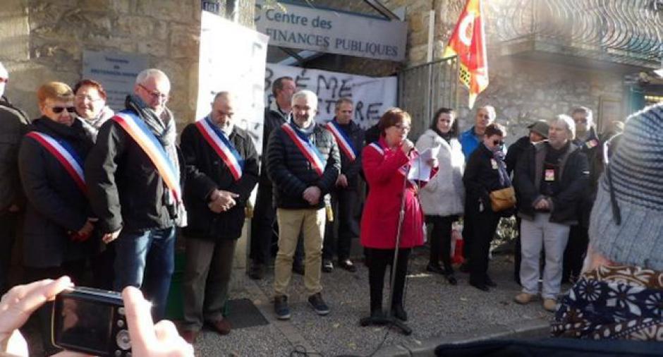 La trésorerie de Bretenoux murée par les manifestants - 2017.11.22